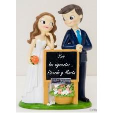 Figura boda novios SIGUIENTES grabada pizarra regalo amigos