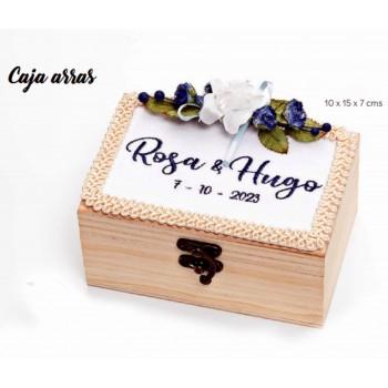 Caja-cofre madera BORDADA EN AZUL para arras boda
